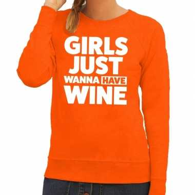 Girls just wanna have wine tekst trui oranje dames