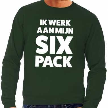 Ik werk aan mijn six pack tekst trui groen heren