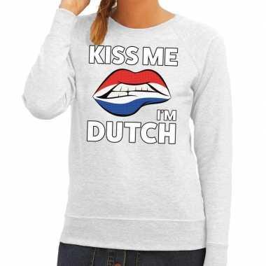 Kiss me i am dutch trui grijs dames