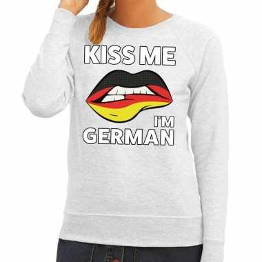 Kiss me i am german trui grijs dames