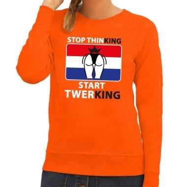 Oranje stop thinking start twerking trui dames