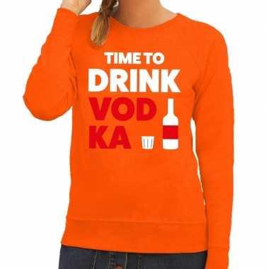 Time to drink vodka tekst trui oranje dames