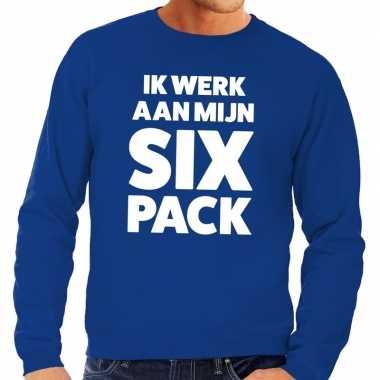 Toppers ik werk aan mijn six pack tekst trui blauw