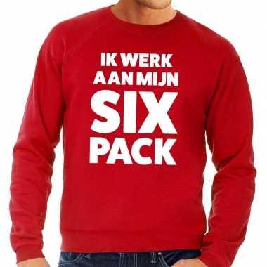 Toppers ik werk aan mijn six pack tekst trui rood